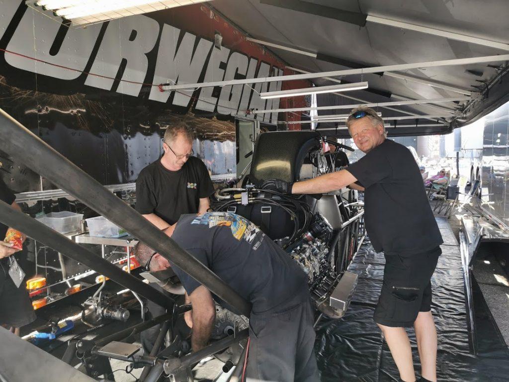 Tore og Pål-Henning skrur for Fred Hanssen (Norwegian Racing) i Dallas